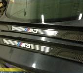 Покрытие настоящим 100% карбоном внутренних накладок на пороги БМВ ( BMW ) M3