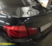 Профессиональная установка и покраска спойлера М5 на багажник БМВ (BMW) F10