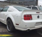 Подгонка и установка спойлера на багажник на Ford Mustang