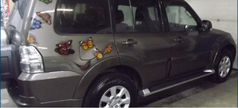 "Аэрография ""Бабочки"" на Mitsubishi Pajero 4"