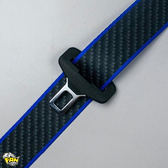Цветные ремни безопасности с дизайнерским принтом.
