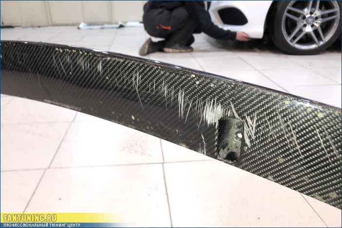 Ремонт карбонового сплитера М Перформанс на БМВ (BMW) пятой серии в кузове G30