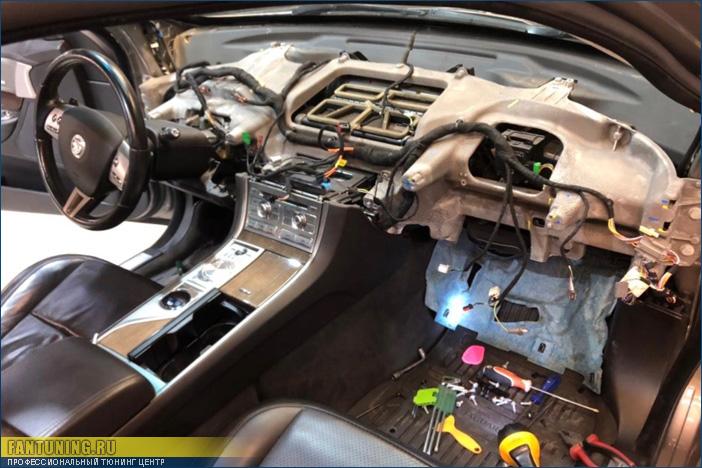 Ремонт системы безопасности SRS и восстановление салона после ДТП на Ягуаре (Jaguar)