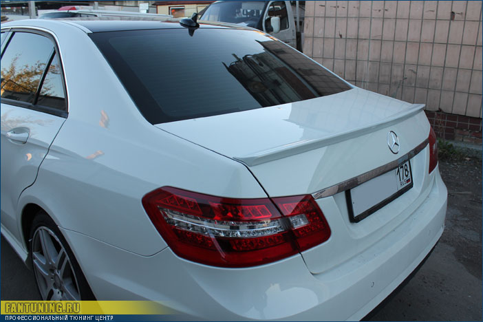 Установка спойлера ( антикрыла ) АМГ ( AMG ) на багажник на Мерседес ( Mercedes ) W204