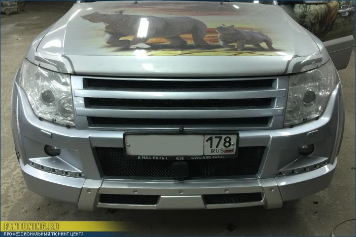 Профессиональная установка и покраска переднего тюнингованого бампера Broomer на Митсубиси Паджеро (Mitsubishi Pajero) 4