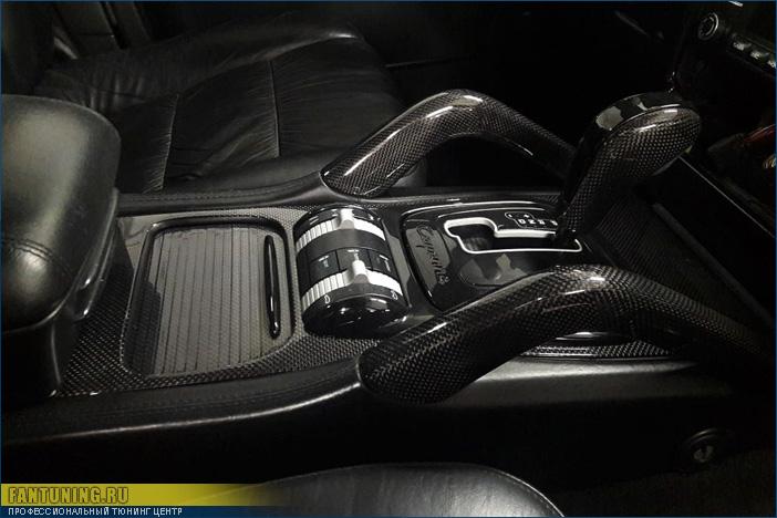 Покрытие (ламинирование) настоящим 100% карбоном деталей салона Порше Кайен (Porsche Cayenne)